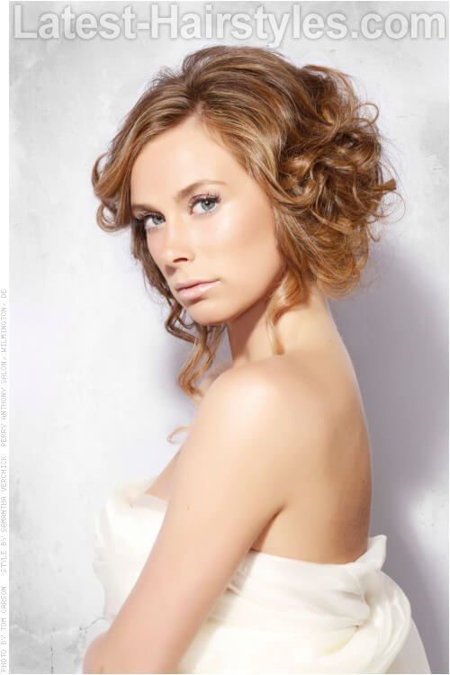 Fun Hairstyles for Short Curly Hair 32 Fun Hairstyles that You Ll Love if You Re Stylish