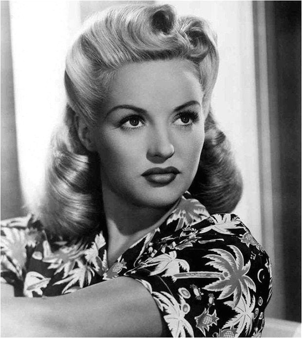 Easy 40s Hairstyles 25 Vintage Victory Rolls From 1940 S Any Woman Can Copy