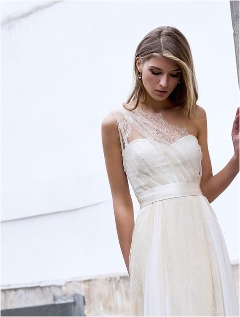One Shoulder Wedding Dress Hairstyles 73 Unique Wedding Hairstyles for Different Necklines 2017