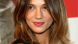 Curls Hairstyles for Oblong Face Shapes 16 Flattering Haircuts for Long Face Shapes
