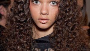 Curly Middle Parting Hairstyles some Simple and Easy Styling for Curly Hair with some Cool