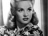 Easy 1950s Hairstyles 25 Vintage Victory Rolls From 1940 S Any Woman Can Copy