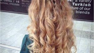Hairstyles with Curls Half Up Half Down 31 Half Up Half Down Prom Hairstyles Hair Pinterest