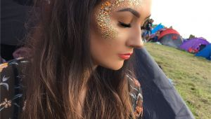 Rave Girl Hairstyles Glitter Festival Creamfields Space Buns Festival Makeup Outfits