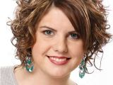 Short Curly Hairstyles for Women with Round Faces 7 Short Curly Haircuts for Round Faces