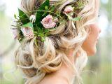 Wedding Hairstyles Updos with Flowers Romantic Woodland Wedding Inspiration Rosen Pinterest